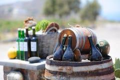 Aún-vida con las botellas y los barriles de vino Imágenes de archivo libres de regalías