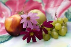 Aún-vida con las flores Imagen de archivo libre de regalías