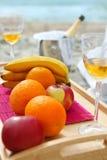 Aún-vida con las frutas y el vidrio de la vid Imagen de archivo libre de regalías