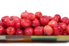 Aún-vida con las pequeñas manzanas rojas frescas Fotos de archivo libres de regalías