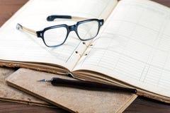 Aún-vida con los escritura-libros viejos Fotografía de archivo libre de regalías