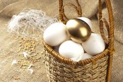 Aún-vida con los huevos. Foto de archivo