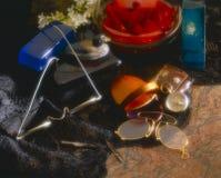 Aún-vida con los ornamentos del vintage Fotografía de archivo