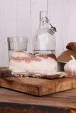 Aún-vida con manteca de cerdo y vodka Imágenes de archivo libres de regalías