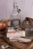 Aún-vida con manteca de cerdo y vodka Foto de archivo