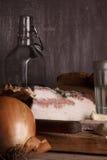 Aún-vida con manteca de cerdo y vodka Imagenes de archivo