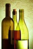Aún-vida con tres botellas de vino Fotos de archivo