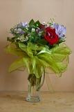 Aún-vida con un manojo de flores Imagenes de archivo