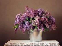 Aún-vida con un ramo de lilas Fotografía de archivo libre de regalías