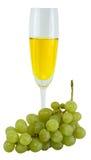 Aún-vida con un vidrio de vino y de uvas verdes Imagen de archivo