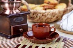 Aún-vida con una amoladora de café del café Imagen de archivo libre de regalías