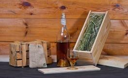 Aún-vida con una botella del brandy Fotos de archivo