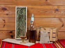 Aún-vida con una botella del brandy Foto de archivo