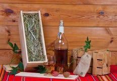 Aún-vida con una botella y una vid del brandy Imagenes de archivo