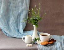 Aún-vida con una taza de café Imagenes de archivo