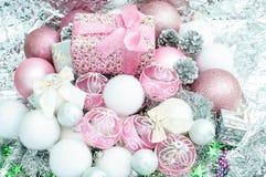 Aún vida conceptual cercana para arriba de las chucherías decorativas t de la Navidad Imagen de archivo libre de regalías
