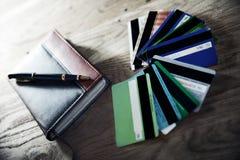 Aún-vida-cuaderno y pluma del negocio Foto de archivo libre de regalías