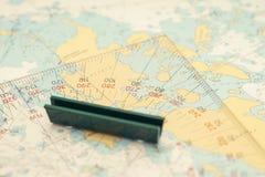 Aún-vida de la navegación - equipo de los capitanes y un mapa Fotografía de archivo libre de regalías