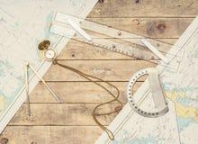 Aún-vida de la navegación Equipo de los capitanes y un mapa Fotos de archivo libres de regalías