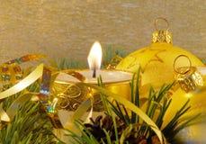 Aún-vida de la Navidad del oro Foto de archivo libre de regalías