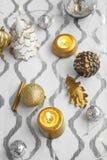 Aún-vida de las decoraciones de la Navidad Imagenes de archivo