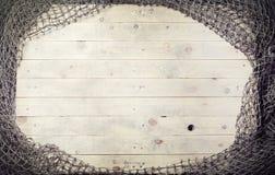 Aún-vida de las redes de pesca en el fondo de madera Imagen de archivo libre de regalías