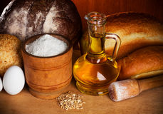 Aún-vida de los elementos de la hornada del pan Fotos de archivo