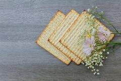 Aún-vida de Pesach con y pan judío del passover del matzoh Imagenes de archivo