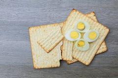 Aún-vida de Pesach con y pan judío del passover del matzoh Fotografía de archivo