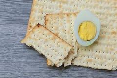 Aún-vida de Pesach con y pan judío del passover del matzoh Fotografía de archivo libre de regalías