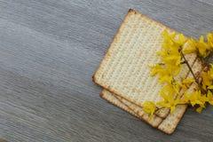 Aún-vida de Pesach con y pan judío del passover del matzoh Foto de archivo