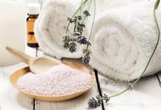 Aún-vida del balneario de la sal de baño de la lavanda Imagen de archivo
