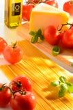 Aún-vida del espagueti y de los tomates Imagen de archivo