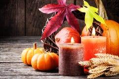 Aún-vida del otoño con las calabazas y las velas Imagen de archivo libre de regalías