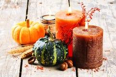 Aún-vida del otoño con las calabazas y las velas Foto de archivo libre de regalías