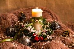 Aún-vida del ` s del Año Nuevo con la vela Foto de archivo