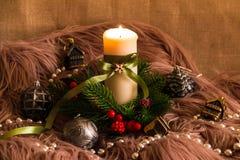 Aún-vida del ` s del Año Nuevo con la vela Foto de archivo libre de regalías