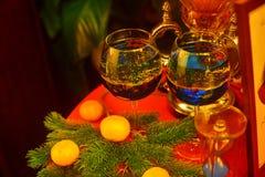 Aún-vida del ` s del Año Nuevo con champán y ramas spruce Imagen de archivo libre de regalías