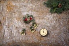 Aún-vida del ` s del Año Nuevo - postal en el fondo del despido Fotos de archivo libres de regalías