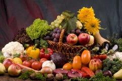 Aún-vida del vehículo y del alimento de las frutas Imagenes de archivo