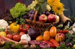 Aún-vida del vehículo y del alimento de las frutas Foto de archivo libre de regalías