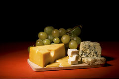 Aún-vida del vino y del queso Imagen de archivo libre de regalías