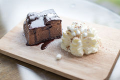 Aún vida elegante del brownie helado chocolate Foto de archivo
