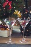 Aún vida festiva con dos vidrios de cóctel Imagen de archivo
