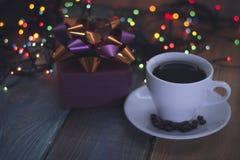 Aún vida festiva con una taza de café Foto de archivo
