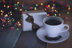 Aún vida festiva con una taza de café Fotos de archivo