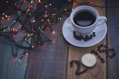 Aún vida festiva con una taza de café y una inscripción 2018 Foto de archivo libre de regalías