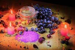 Aún vida hermosa de flores, de la fruta y de velas Fotografía de archivo libre de regalías