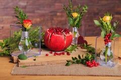 Aún vida hermosa de flores, de la fruta y de velas Fotos de archivo libres de regalías