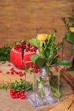 Aún vida hermosa de flores, de la fruta y de velas Imágenes de archivo libres de regalías